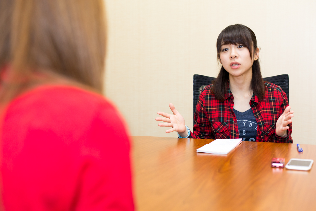 INTERVIEW FILE 011 咲坂伊緒 写真1