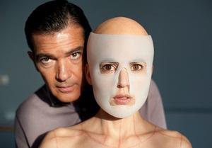 監督自身もジャンル特定不可能 究極の問題作『私が、生きる肌』