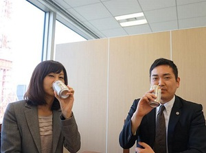 ノンアルビールが職場を活性化? 弁護士事務所が試験的に導入
