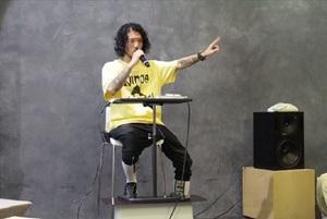 稀代の知識人・丸屋九兵衛が恒例のトークショーを開催 テーマは「差別用語」