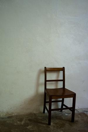 ジャッキー・チェン 驚きと笑いを生む「椅子アクション」の秘密