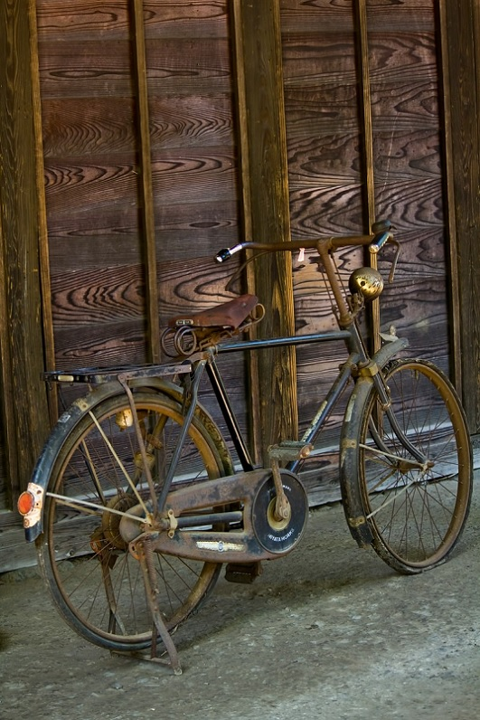 傘、手錠、自転車… ジャッキー・チェン作品を彩ってきたモノ図鑑