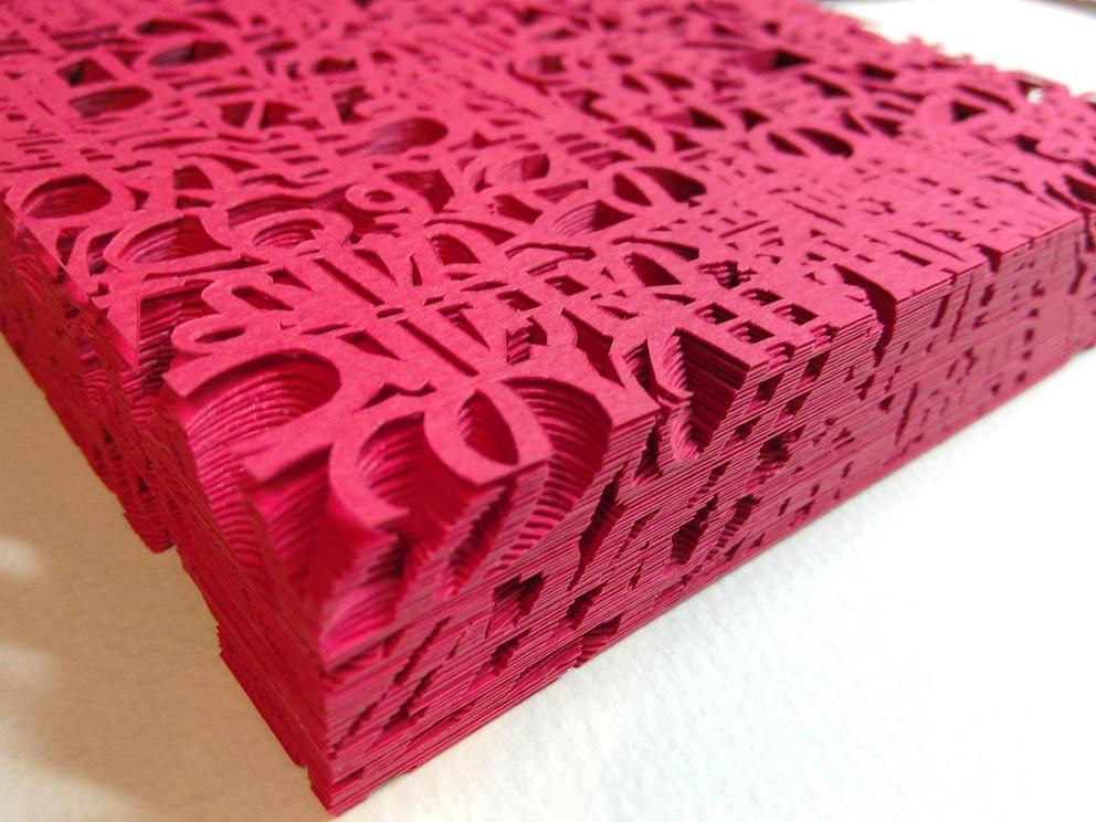 数百枚の紙が生み出す新たな文字の世界