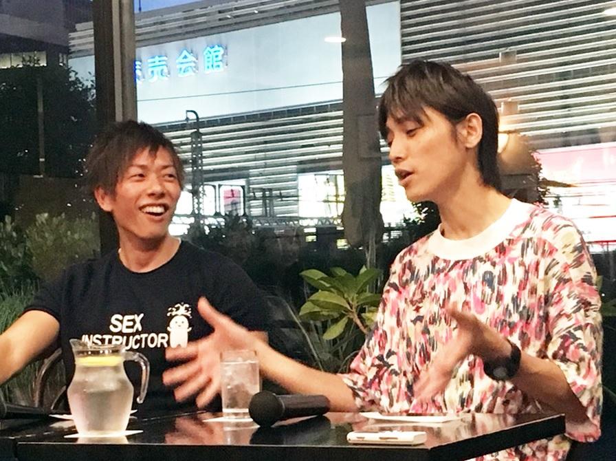 しみけん(左)と吉田尚記アナ(右)のトークは大いに盛り上がった